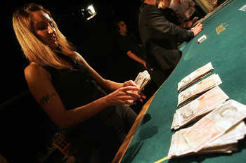 File:Poker den cash.jpg